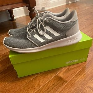 Adidas tennis shoes size 10